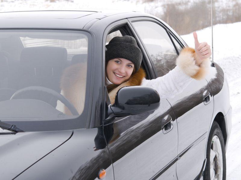 Вождение автомобиля зимой: памятка для женщин